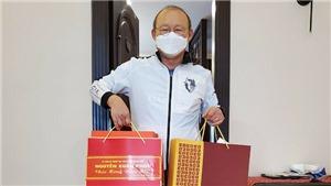 HLV Park Hang Seo nhận quà chúc Tết của Thủ tướng