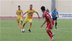 HLV Petrovic 'yêu ghét' lẫn lộn với Paulo Pinto