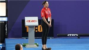 Cô gái Philippines xinh đẹp ở lễ trao huy chương môn cử tạ
