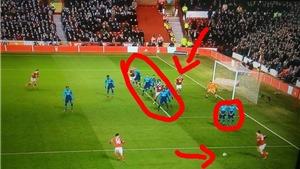 Chết cười với kiểu phòng ngự siêu tệ của Arsenal ở trận thua Nottingham 2-4