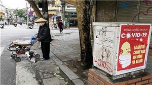 Vẫn còn nhiều người bán hàng rong trên đường phố Hà Nội những ngày dịch