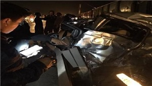 Hưng Yên: Taxi kẹt vào đường ray khi tàu chở hàng đang tới, lái xe tử vong