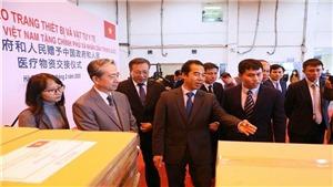Lễ trao trang thiết bị, vật tư, y tế của Việt Nam tặng Chính phủ và nhân dân Trung Quốc