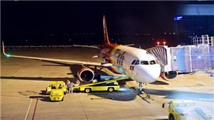 Máy bay Vietjet Air bong ốp cánh khi hạ cánh xuống sân bay Cát Bi