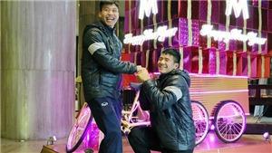 Hà Đức Chinh: 'Thánh lầy', cây hài của U23 Việt Nam, chuyên giả gái làm trò