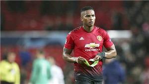 Antonio Valencia 'thích' kiến nghị.... sa thải Mourinho