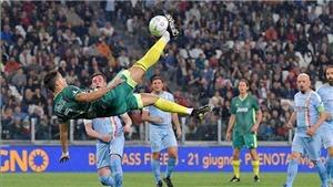 Ronaldo tái hiện pha 'xe đạp chổng ngược' khiến huyền thoại Juventus phải 'đứng hình'