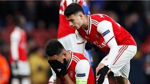 Đội nhà bị loại, CĐV Arsenal đau đớn: 'Hãy nhìn MU mà xem kìa'