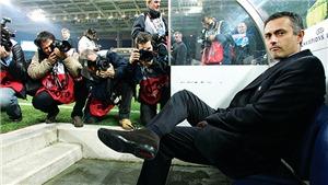 Bí mật về Mourinho: Đã đồng ý tới Liverpool, cứu đồng đội khỏi chiếc xe đang cháy