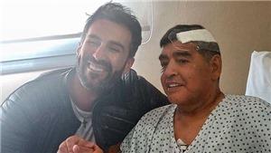 Maradona ngã dập đầu, bị bỏ mặc trước khi chết