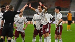 David Luiz nổi giận với thẻ đỏ oan ức, được cựu trọng tài bênh vực
