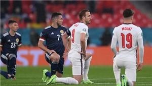 Trận Anh vs Scotland khởi đầu xấu xí ngay từ khi bóng chưa lăn