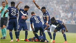 Cầu thủ Ligue 1 bất tỉnh trên sân đấu