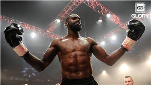 Hạ knock-out đối thủ trong lúc bị choáng, võ sĩ bị khán giả quây đánh te tua