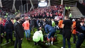 SỐC: Hàng rào sân ở Ligue 1 sụp đổ khiến 29 người bị thương
