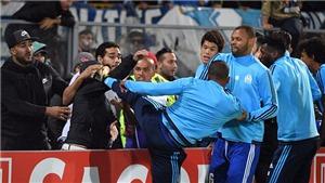 Cả châu Âu xấu hổ trước cú 'Cantona kick' của cựu sao M.U