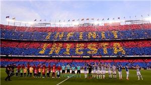 Xúc động hình ảnh 'chuyển giao quyền lực' giữa Iniesta và Messi