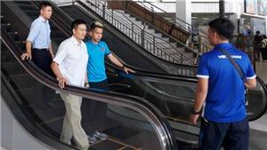 Hồng Duy gặp sự cố tại sân bay, Văn Toàn 'giận hờn' Quế Ngọc Hải