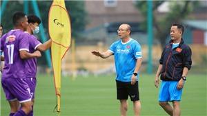 Bóng đá Việt Nam hôm nay: Thầy trò HLV Park Hang Seo đội mưa tập luyện