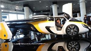 Xe bay đã cất cánh ở French Riviera như trong phim viễn tưởng
