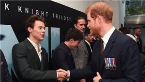 Hoàng tử Harry xuất hiện trong buổi ra mắt siêu phẩm 70mm 'Dunkirk'