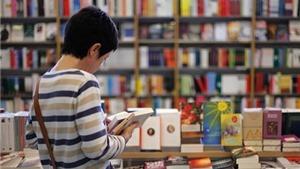 Doanh thu sách văn học 'đích thực' sụt giảm, các nhà văn 'đói ăn'