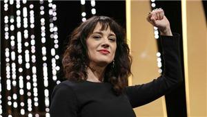 Rúng động bế mạc Cannes: Khách mời bị buộc tội từ trên sân khấu