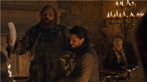 'Sansa Stark' Sophie Turner đích thân giải trình về vụ ly cà phê trong 'Trò chơi vương quyền'