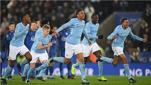 Man City trầy trật trước Leicester, Pep Guardiola không tin vào cú ăn tư