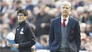 Wenger đã già nua và cạn kiệt ý tưởng, nên ra đi để cứu Arsenal