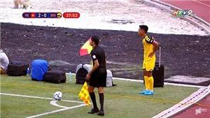 Thực hư vụ cầu thủ U22 Brunei để balo, vali cạnh đường biên như... sân phủi