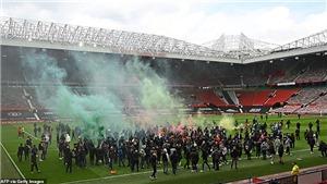 Toàn bộ diễn biến vụ biểu tình khiến trận MU vs Liverpool bị hoãn