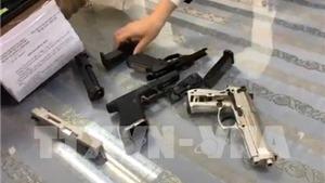 Bắt đối tượng chuyển trái phép vũ khí qua sân bay Tân Sơn Nhất