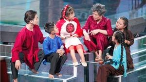 Xem 'Giọng hát Việt nhí' tập 10: Lưu Thiên Hương hóa bà già nhăn nheo, Ali Hoàng Dương làm bố đàn con nhỏ