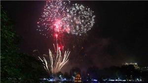 Cả nước rực sáng pháo hoa đón mừng năm mới Kỷ Hợi 2019