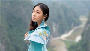 'Đại sứ áo dài Việt Nam' khoe vẻ đài các trên đỉnh Hang Múa