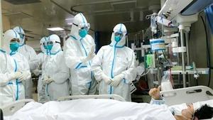 Các giáo sư đầu ngành hội chẩn điều trị bệnh nhân COVID-19 nặng