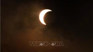 Hình ảnh đầu tiên về nhật thực 'vòng khuyên lửa' diễn ra tại Hà Nội