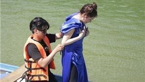 'Đại chiến săn ảnh': Hòa Minzy 'thay váy' trên thuyền, Võ Hoàng Yến suýt ngã xuống nước vì căng thẳng