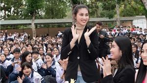 Hoa hậu Đỗ Thị Hà về thăm trường cũ, trao quà từ thiện