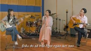 'Thần tượng đối thần tượng': Mỹ Anh đánh đàn bass, hát cùng bố mẹ tại nhà