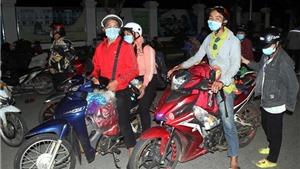 Hình ảnh hàng trăm công dân đi xe máy hàng ngàn km tránh dịch Covid-19 tới Nghệ An