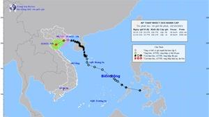 Sáng 11/10, áp thấp nhiệt đới suy yếu thành vùng áp thấp, bão Kompasu di chuyển nhanh