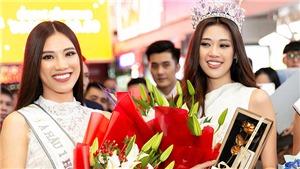 Hoa hậu Khánh Vân bật khóc khi được chào đón nồng nhiệt ở sân bay Tân Sơn Nhất