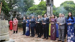 Lãnh đạo thành phố Hà Nội dâng hương Đức Thái Tổ Lý Công Uẩn và viếng Lăng Chủ tịch Hồ Chí Minh