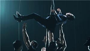 Sơn Tùng M-TP treo người trên dây để quay xuyên đêm trong MV 'Chúng ta của hiện tại'