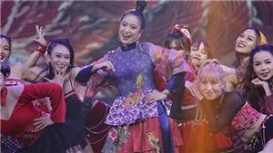 Hoàng Thùy Linh, Wowy rực rỡ trên sân khấu 'Tết tân thời'