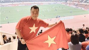 Lý Hùng và các nghệ sĩ Việt ăn mừng cuồng nhiệt trước trận thắng UAE của tuyển Việt Nam