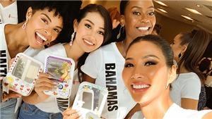 Hoàng Thuỳ tặng cà phê, trang phục cho đối thủ tại Miss Universe 2019