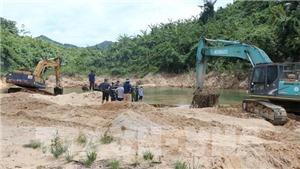 Vụ sạt lở Nhà máy Thủy điện Rào Trăng 3: Tìm thấy nhiều vật dụng cá nhân ở bãi bồi ngã ba Tam Dần